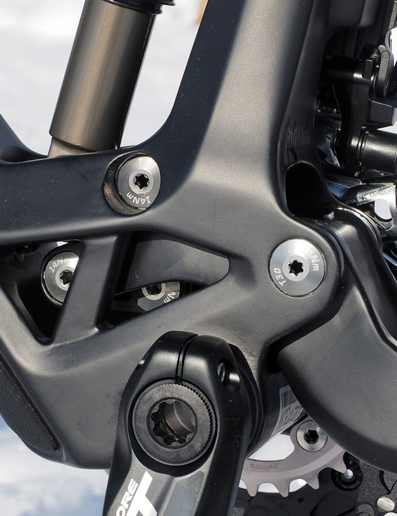 The guts of the Riot Link are tucked safely away inside a giant carbon cage. As the rear end approaches bottom-out, the forward extension of the main swingarm rotates the Riot Link and moves the lower shock mount slightly upward