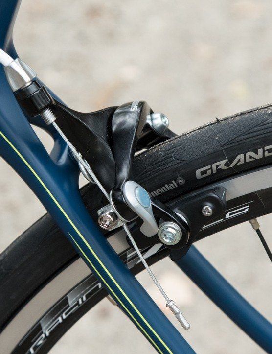 Shimano non-series brakes combined with Grand Sport Continentals add a level of confidence on the descents