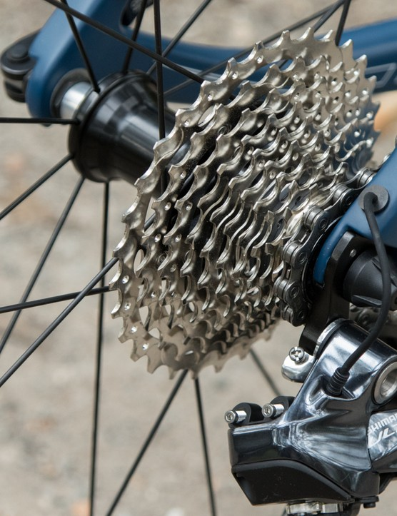 Ultra-slick Di2 routing leaves little exposed wire
