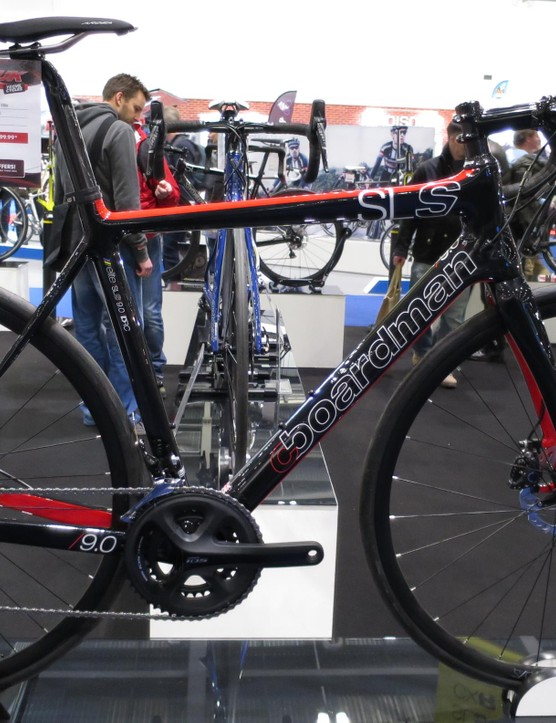 The SLS 9.0 Disc has a full 105 groupset
