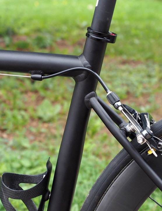 The slim seatstays are slightly offset from the top tube