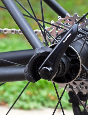 The hooded dropouts leave plenty of surface area for the chainstays and seatstays, neither of which have to be pinched