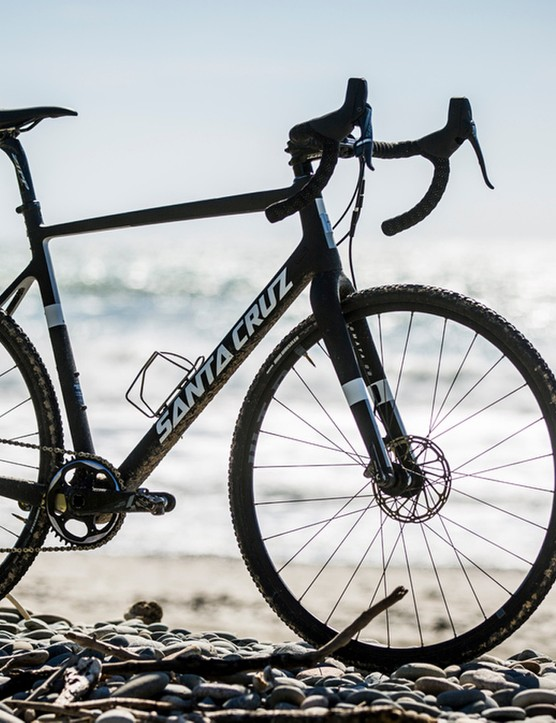 The Stigmata is squarely aimed at the top of the CX podium – there are no fender or rack mounts and it's only available in top-grade CC Carbon for the lightest possible frame