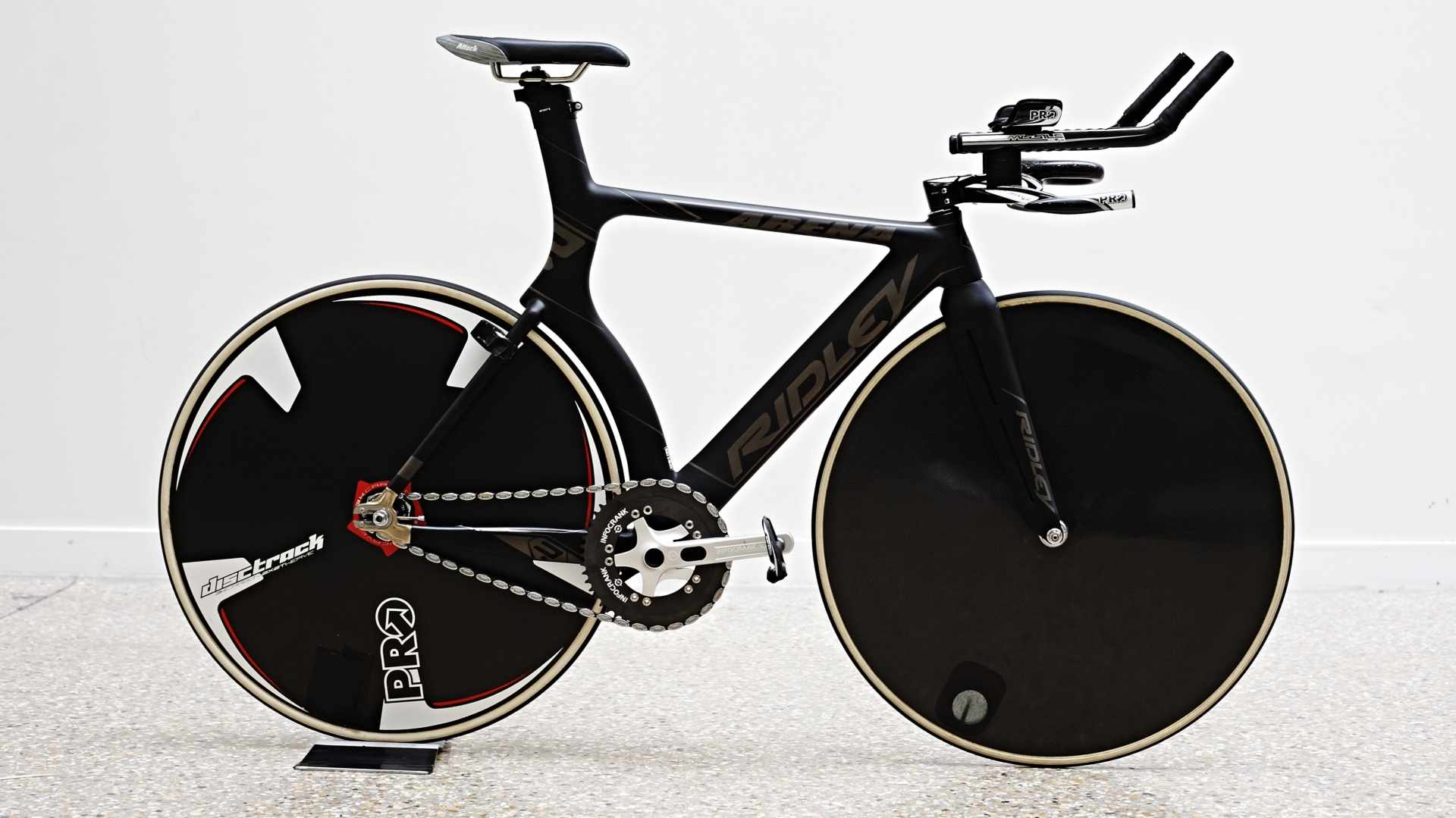 Dame Sarah Storey's hour record Ridley Arena Carbon without the Pro 5 Spoke front wheel