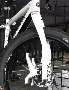 Lauf has incorporated its carbon leaf spring design into the Carbonara fat bike fork