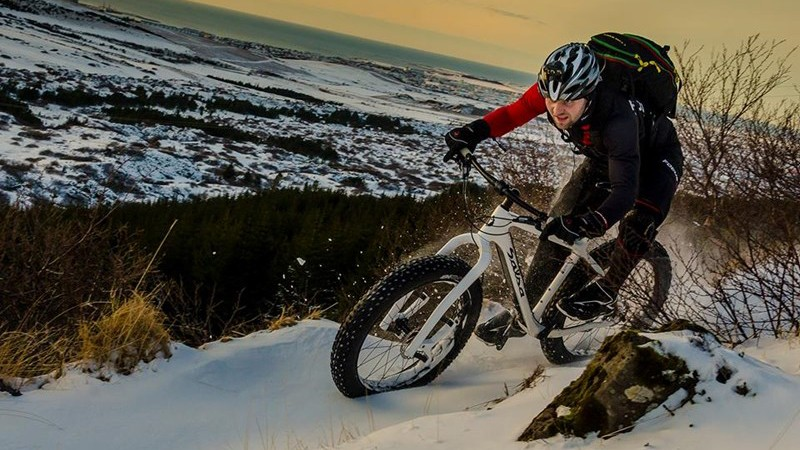 While the Carbonara lacks any sort of adjustments, there's very little to malfunction. This could be a plus for cold-weather riding