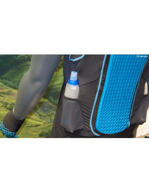 The top is sold with two Hydrapak soft flask bottles, a design that is already proven in the world of trail running