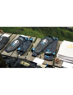 The £85 Bliss ARG Vertical Extended Knee Pad (R) and The £100 ARG Comp Knee Pad (L)