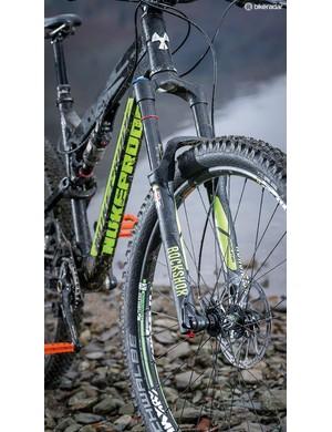 Trail feel is impressively direct despite the svelte 32mm stanchions on the 150mm-travel Revelation fork