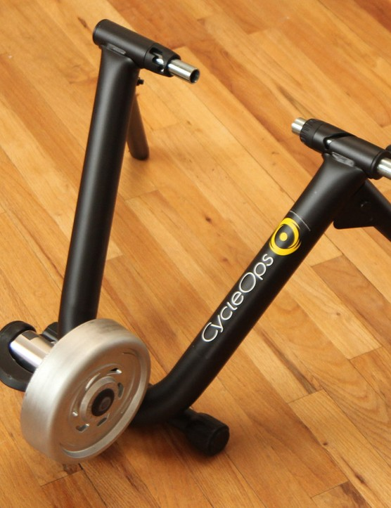 The CycleOps PowerSync Bluetooth Smart trainer combines wireless resistance control with a built-in power meter