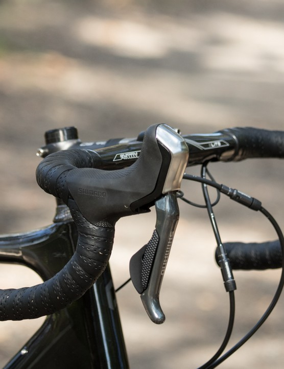 A long reach handlebar and stem combined with the lengthened hydraulic 785 lever hoods make for a rather stretched position