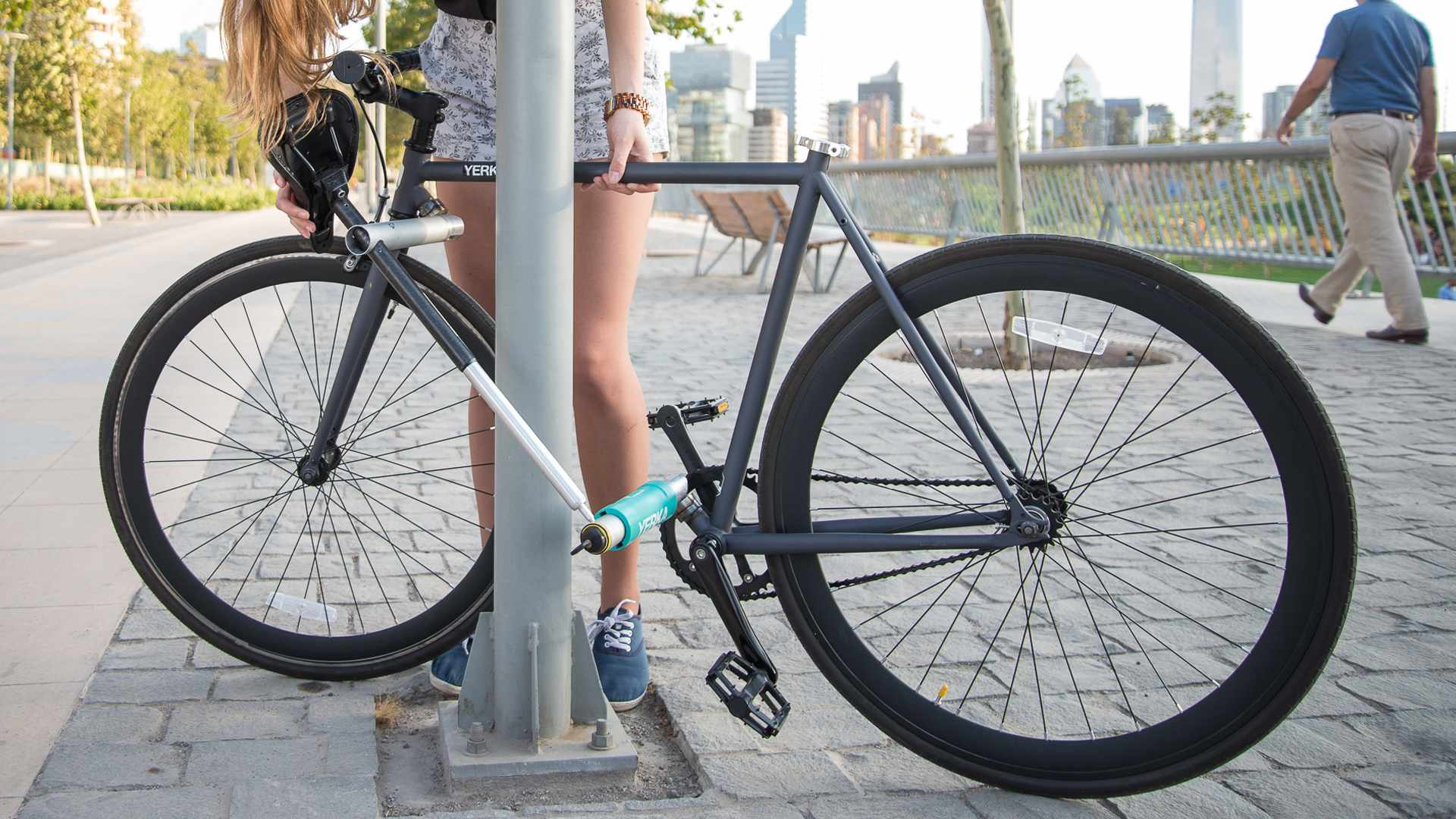 The Yerka's down tube splits in two, folds out and is secured by the seatpost and key-turn lock