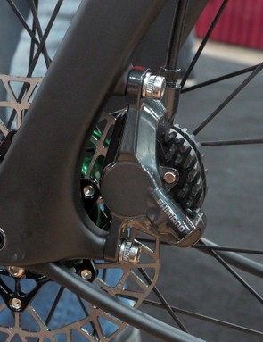 The post-mount caliper tabs are sized for 140mm or 160mm rotors