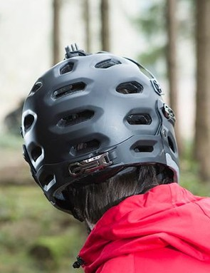 The rear clamp is reminiscent of a ski boot closure