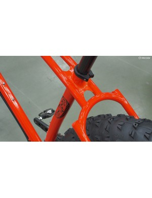 The segmented seatstay construction makes for massive tire clearance