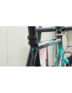 The dual-bolt seatpost clamp is a smart move for a 'cross bike that will likely see its fair share of rough remounts