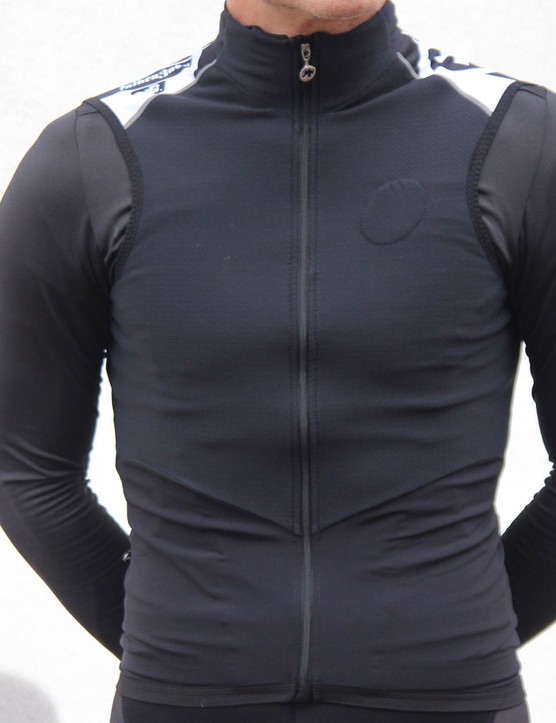 The Assos falkenzahn vest is a warm, fitted and wicking layering piece