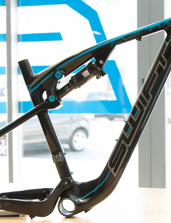 We visited SwiftCarbon's showroom in Cape Town, South Africa before the frame was built into a bike - note, this is the other available paintscheme
