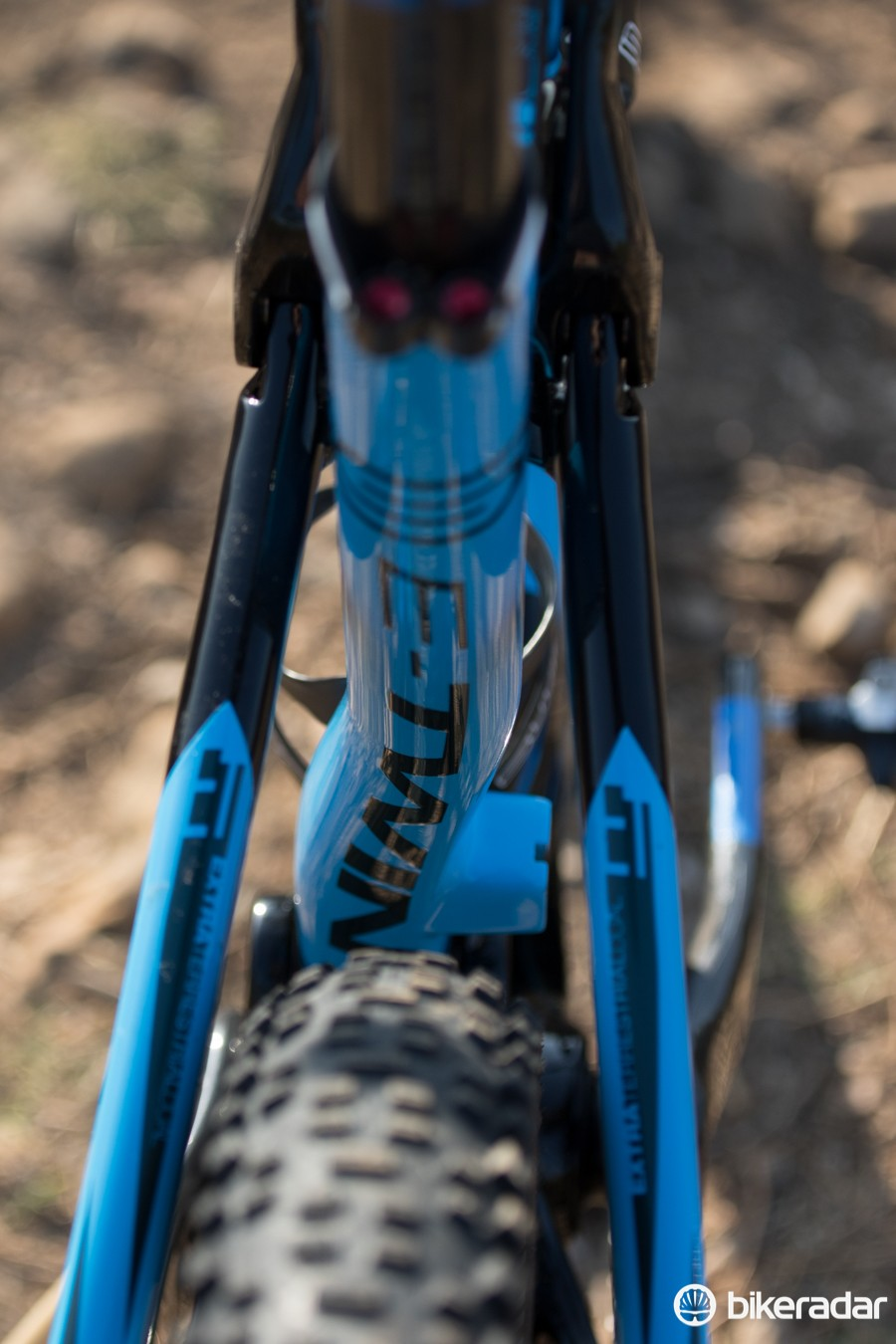 The seat tube is kinked to allow front derailleur clearance