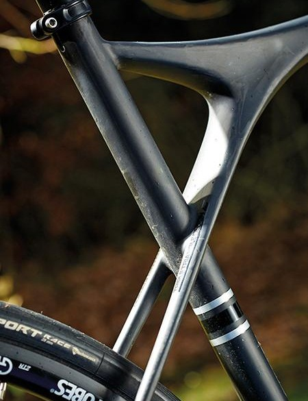 Glass fibre and carbon seatstays give superb flexibility and comfort
