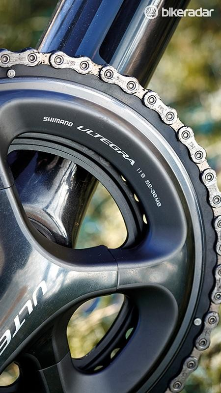 We like the 52/36 chainring pairing – perfect for upping your speed on the flat without compromising on the climbs
