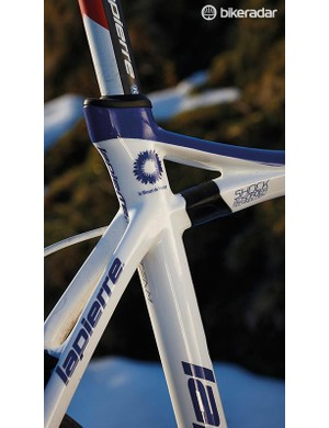 Lapierre developed the split top-tube design with elastomer damper in conjunction with team FDJ pros