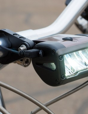 Specialized is expanding its collection of lights with the Flux Expert headlight, which boasts an impressive 1,200-lumen claimed output and a special reflector to concentrate that light exactly where it's needed