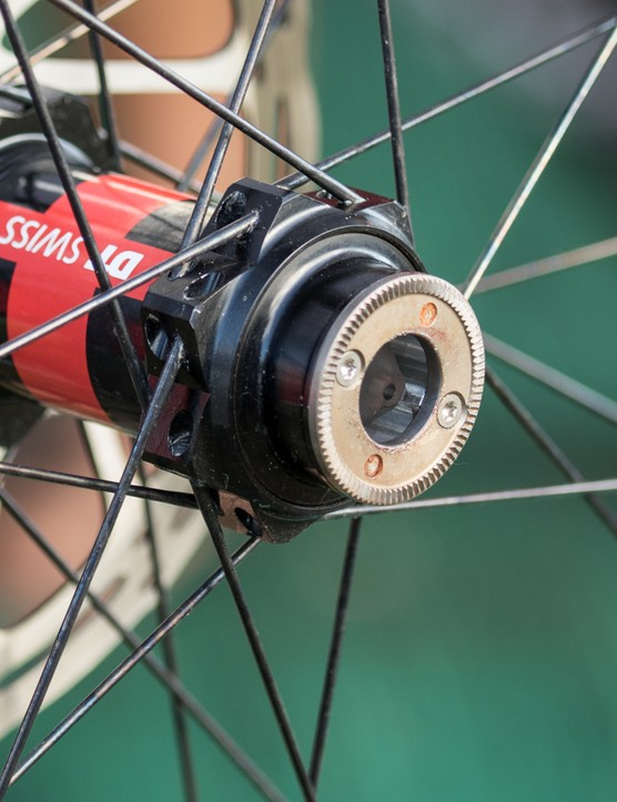 With a RockShox RS-1 fork on the front, a DT Swiss 240s is built into the front Roval wheel