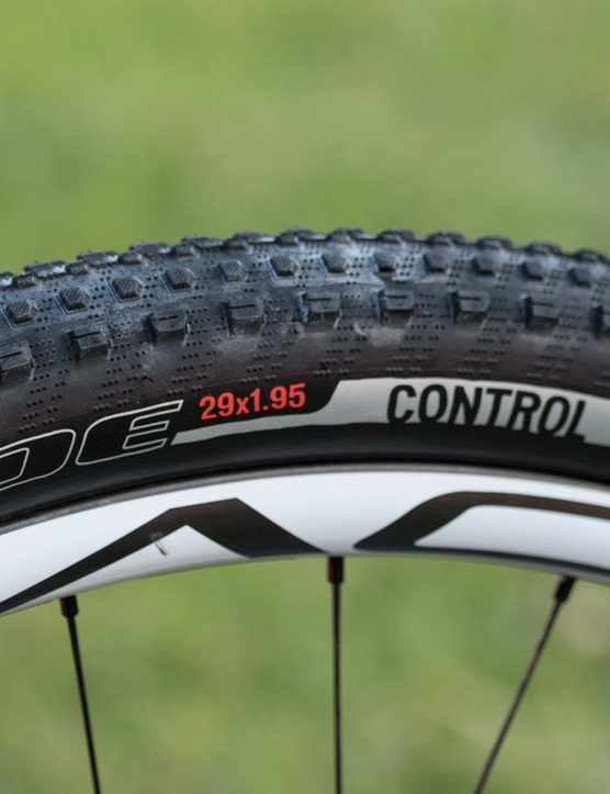 Most riders are using 2.1 or 2.2in width tyres, Kulhavy instead uses skinny 1.95in rubber setup tubeless
