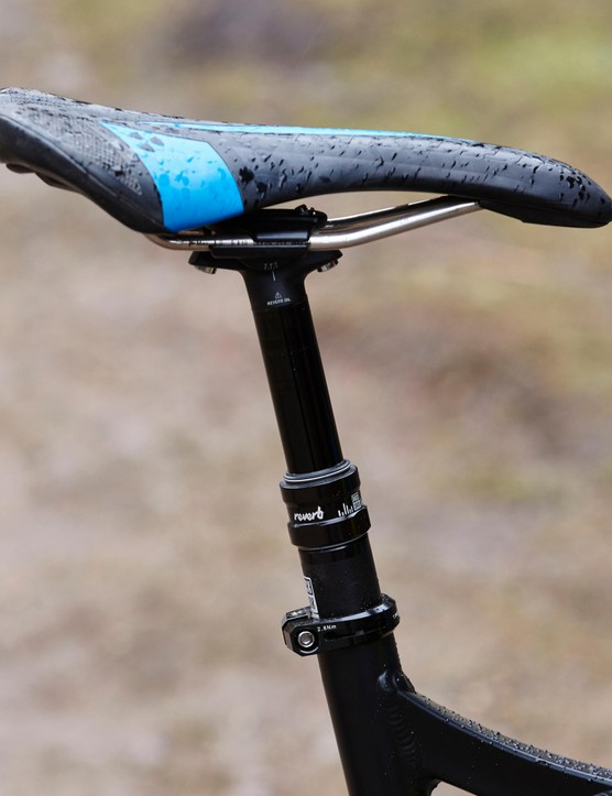 The internally routed RockShox Reverb dropper keeps the seat out of the way on steeper, faster trails