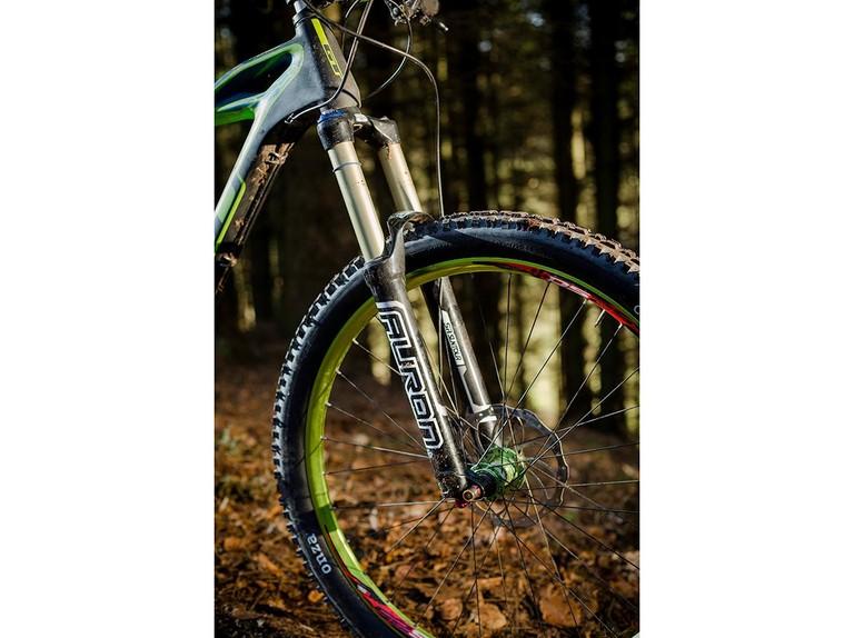 SR Suntour Auron RC2 fork - BikeRadar