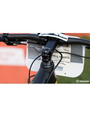 The Canyon Lux CF frame features a special headset stopper to prevent frame damage from brake levers in the event of a crash. The holes visible behind the headset show the stopper is not being used