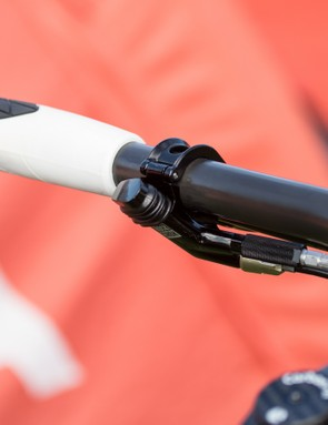 Sitting at the left hand, a RockShox XLoc Full Sprint lever locks both front and rear shocks with a simple push
