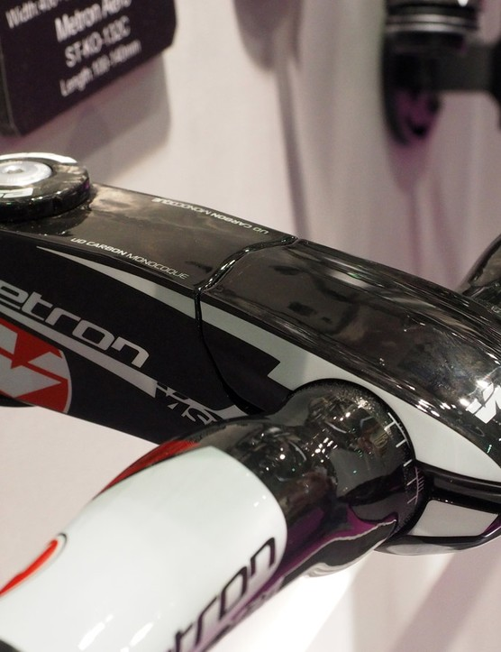 The new Vision Metron stem uses a squared-off molded carbon fibre body and huge carbon fibre top-mount faceplate