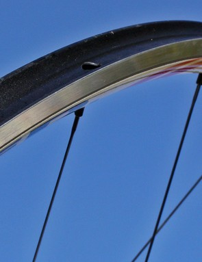 Effetto Mariposa promises that Carogna tubular tape will leave behind a clean rim surface after old tires are removed, meaning even used rims can still look like this without using harsh solvents