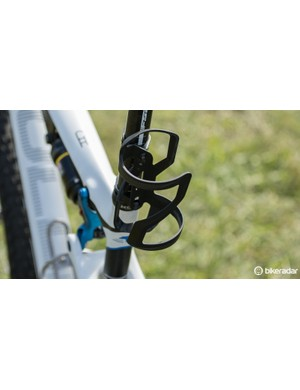Mounted off the seatpost, a Specialized Zee carbon cage is held in place with Specialized clamps