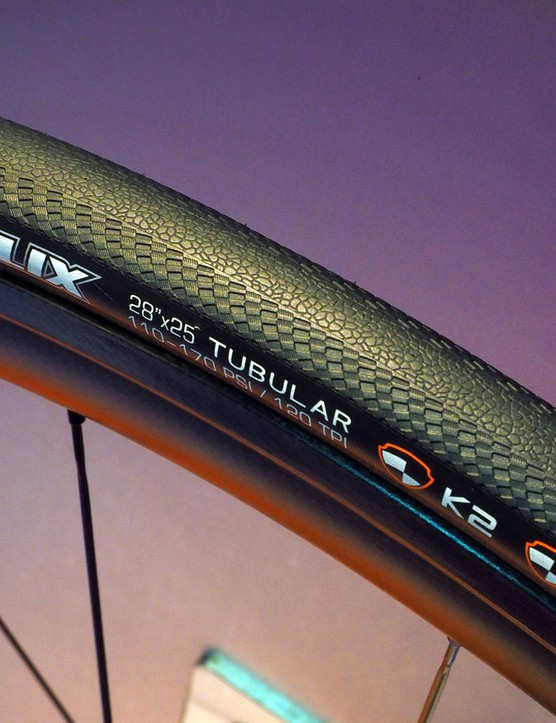 Tackle wet roads with the new Maxxis Relix road tubular, built with a high-silica rubber compound, a subtle tread pattern, and Moto GP-style raised shoulders to give more of a 'shelf' to lean on when cornering