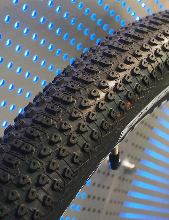 Tioga continues to expand its tire range, now with the XC racing-focused FasTrack. Claimed weight for the 27.5x2.1in size is just 570g
