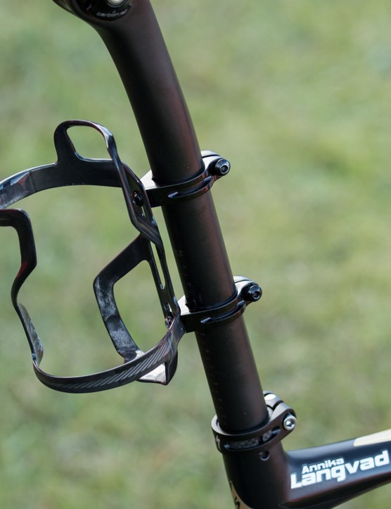 Many riders, including Langvad, were using the Specialized rear cage mounts to securely hold a bottle off the seat post