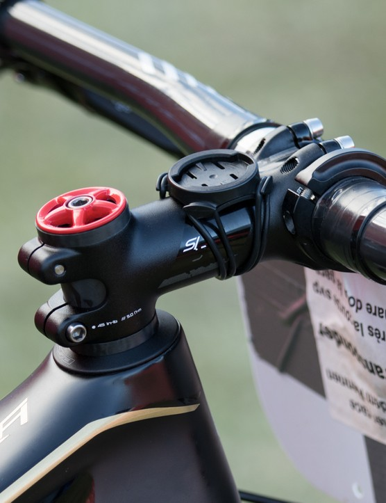 A 100mm S-Works SL stem holds onto the 720mm width carbon bars