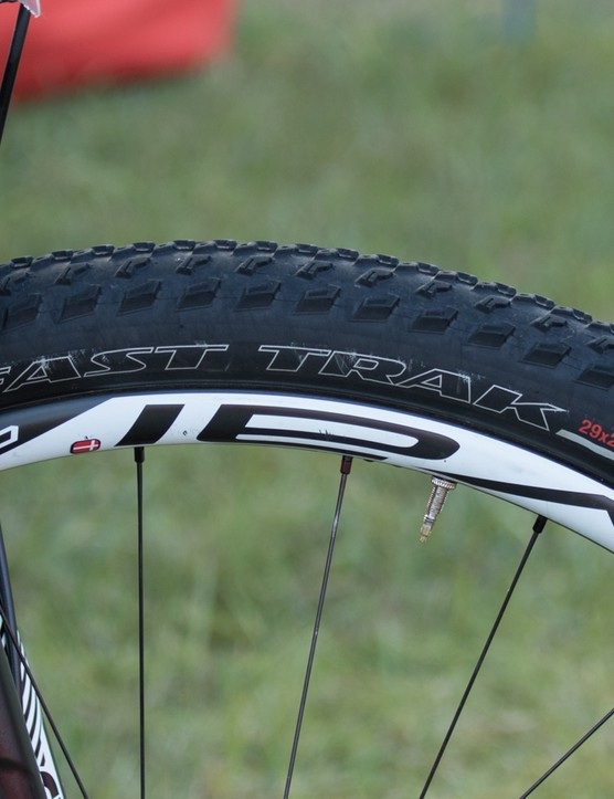 Roval carbon tubeless wheels and Specialized Fast Trak rubber for Langvad