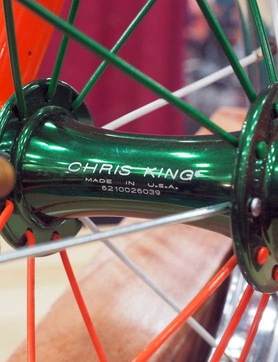 Chris King hubs are used front and rear. Note the spoke colors, too