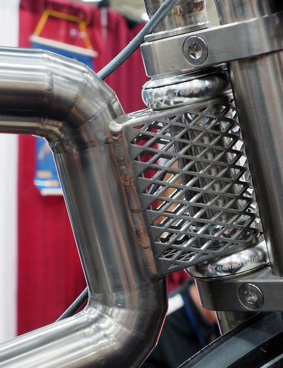 The head tube is attached to the main frame with this unusual mesh structure