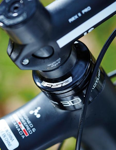 A number of threaded spacers screw directly into the head tube