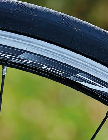 The wider Racing 7 LG rim suits the 25mm Continental tires perfectly