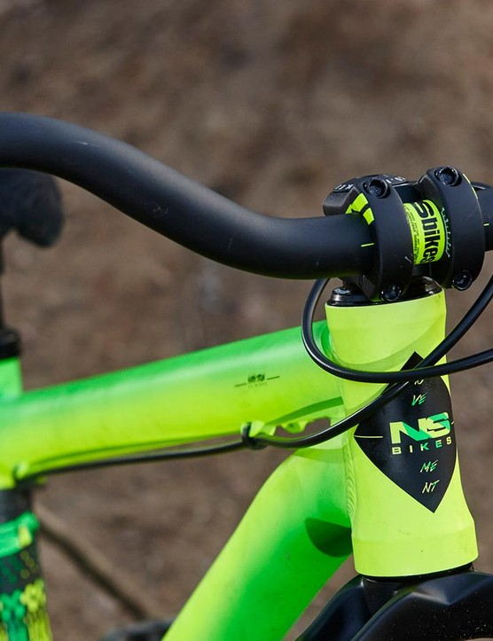 The straight head tube unfortunately limits fork upgrade options