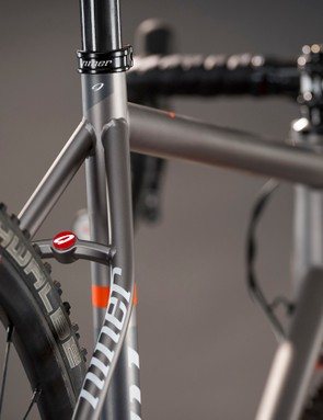 Niner claims the RLT 9 Steel can clear 29x1.75in (700c x44mm) tires