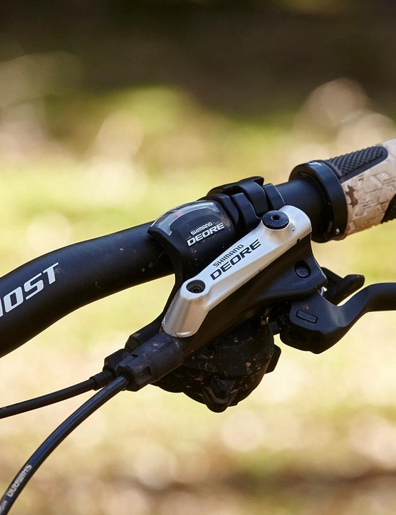 We'd prefer to see a shorter stem and wider handlebar on the Kato FS 5 to make the most of the relaxed head angle and 130mm fork