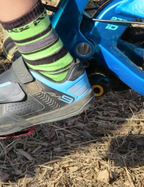 All three of the Athertons were decked out in what looks to be a new all-mountain/DH shoe from Shimano - the AM9. Looks like there's plenty of protection there, along with the lace cover found on the AM41 and an additional velcro strap for increased stability
