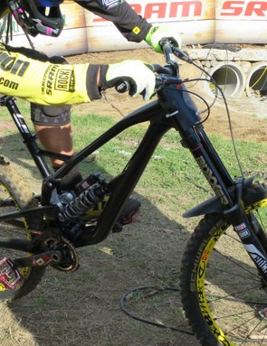 Here's a sneak peak of Nukeproof's new DH prototype, here under Sam Hill. There's plenty of hydroforming going on with the alloy tubes, and what looks like a nicely engineered linkage system